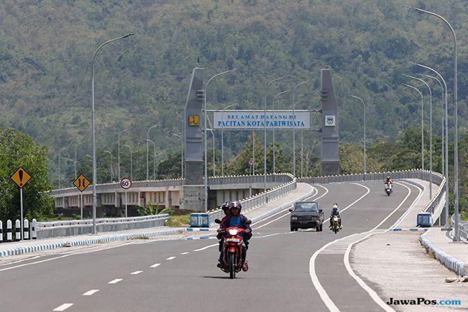 17 Tahun Menanti Tersambungnya Jalan Lintas Selatan Jawa Timur (1)