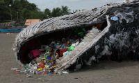40 Kg Plastik Ditemukan di Perut Paus yang Mati di Filipina