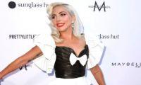 Intip Pose Dansa Lady Gaga dengan Gaun 80-an di Red Carpet