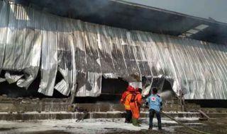 Pabrik Terbakar