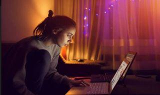 Ada 4 Zodiak yang Terus 'Stalking' Kehidupan Mantan di Media Sosial