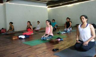 Ajarkan Kebijaksaan, Salah Gerakan Yoga Bisa Sebabkan Cidera