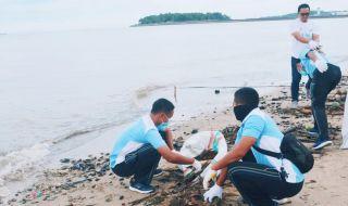 Aksi Bersih-bersih Pantai Balikpapan, ABM Kumpulan 1,2 Ton Sampah