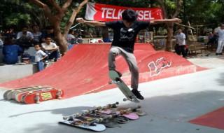 Aksi Skateboard
