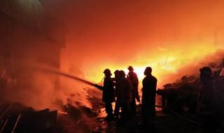 Kebakaran Pabrik Plastik