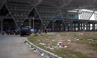 Bandara BIJB Dipenuhi Sampah