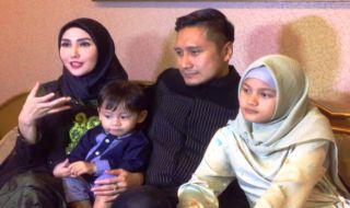 Arie Untung dan Fenita Arie Ajak Dua Anaknya Perdalam Agama