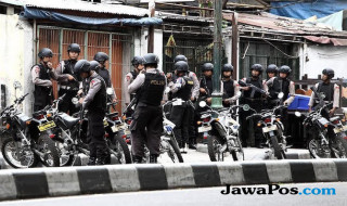 polisi bersenjata