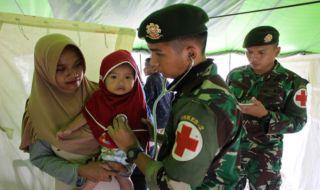 posko kesehatan pengungsi gempa palu