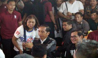 Bersama Erick Thohir Cs, Jokowi Ngopi Rp 4 Ribuan di Pujasera Malang