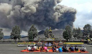 Delapan Desa Sekitar Gunung Bromo Alami Hujan Abu Vulkanis