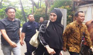 Dengar Ahmad Dhani Sakit, Mulan Jameela Langsung ke Surabaya