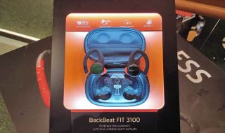 Earphone Wireless terbaik, Plantronics BackBeat Fit 3100, Sony WF-SP900