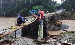 Fokus Evakuasi, Polres Gowa Menembus Desa yang Masih Terisolasi
