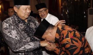 Gatot cium tangan SBY
