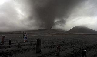 Geliat Wisata saat Gunung Bromo Erupsi Kecil