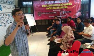 Pelatihan menulis di gedung Ngalup, Kota Malang