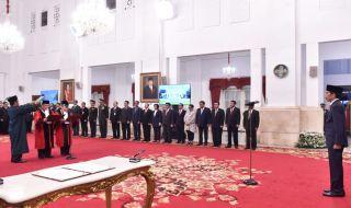 Jokowi Lantik 2 Hakim MK dan Dubes untuk Nigeria