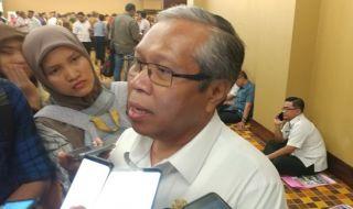 Kepala BKPSDM Batam 'Cuekin' Wartawan Saat Ditanya Soal Pemeriksaan