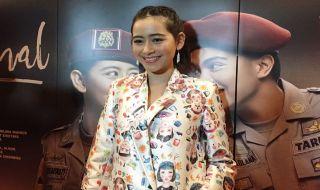 Laura Theux Rela Potong Bondol Demi Pohon Terkenal