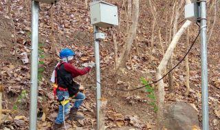 Pemasangan Alat EWS di Gunung Kidul