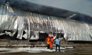 Pabrik Kayu Terbakar