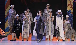 Pakai Kain Daerah Tetap Modern dalam 15 Look Busana Karya Purana