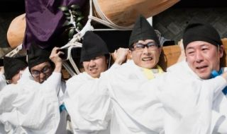 Pengunjung Berbondong-bondong Lihat Festival Kemaluan Pria di Jepang