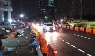 Perbaikan Jalan Raya Gubeng Tinggal Pemasangan Trotoar