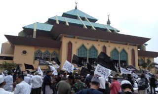 Istighotsah Bela Tauhid yang berlangsung di halaman Masjid Agung Batam (MAB), Jumat (26/10).