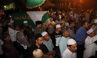 Ribuan Pelayat Hadiri Pemakaman Ibunda Ustad Abdul Somad