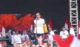 Sapa Pendukung di Jogja, Jokowi Lemparkan Jaket