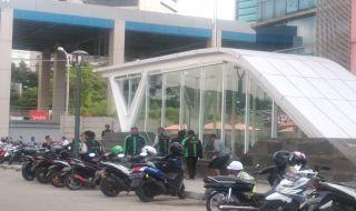 Shelter Drop Off Belum Dibangun, Ojol Mulai Padati Kawasan Stasiun MRT