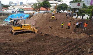 Sinkhole Sudah Tertutup Pasir, Jalan Raya Gubeng Mulai Tersambung