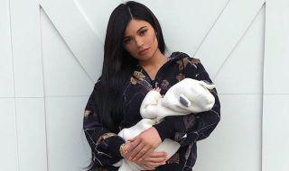 Stormi Mendadak Posesif, Kylie Jenner Hamil Anak Kedua?