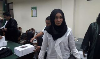 Ya'qud Ananda Gudban alias Nanda tampak lesu usai mendengarkan pembacaan tuntutan JPU KPK di PN Tipikor Surabaya, Rabu (28/11).
