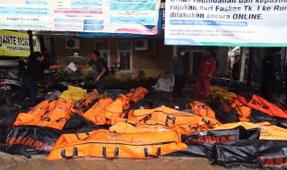 evakuasi korban tsunami aceh
