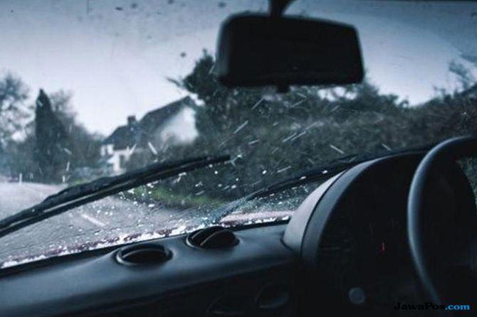 4 Hal Ini Wajib Diperiksa Agar Aman Berkendara Saat Melibas Hujan