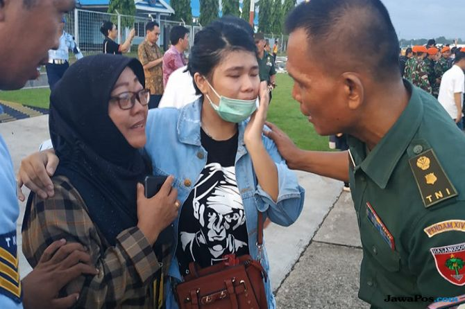 14 Jenazah Korban Penembakan KKB Tiba, Tangis Keluarga Langsung Pecah