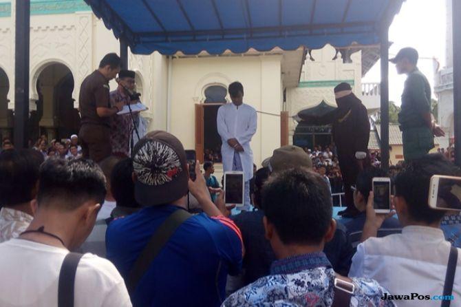 15 Pelanggar Syariat Islam di Banda Aceh Dihukum Cambuk