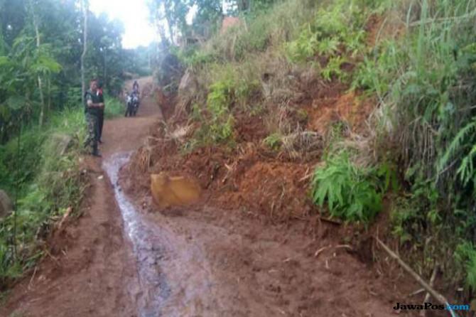 Tebing di Majenang Longsor, 72 KK Terisolasi