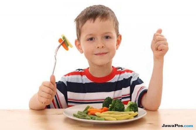 5 Cara Efektif Agar Sang Buah Hati Mau Makan Buah dan Sayur