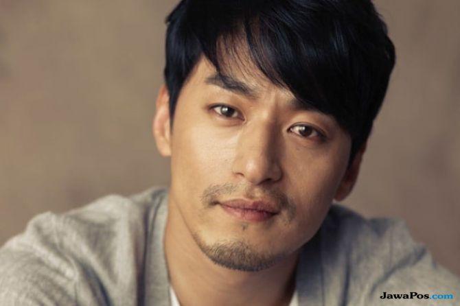 Aktor Joo Jin Mo Kencani Dokter yang 10 Tahun Lebih Muda