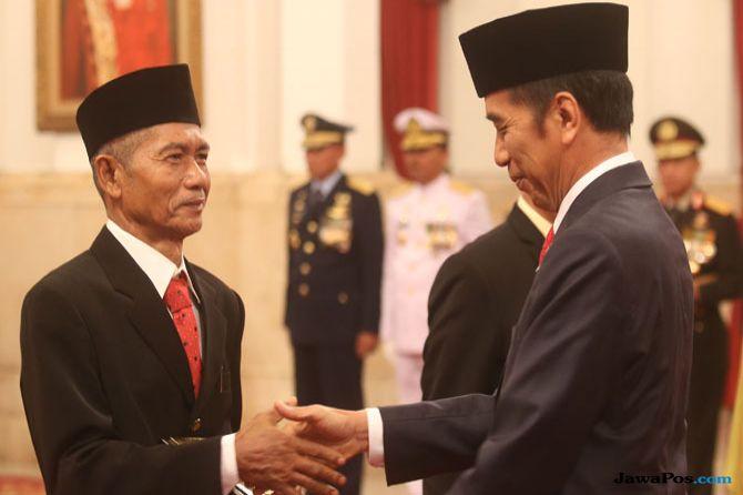 Enam Pahlawan Nasional Dikukuhkan Jokowi