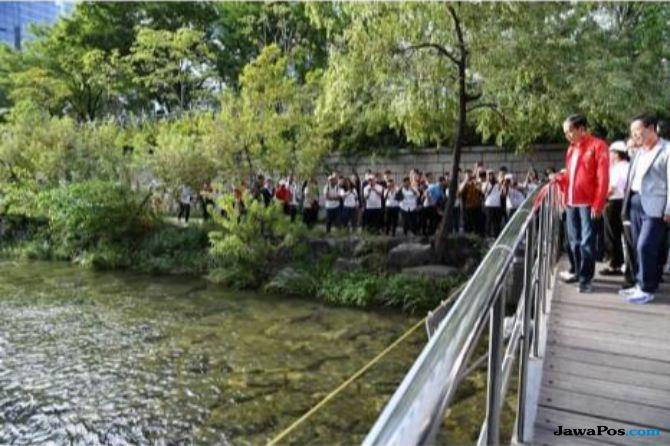 Anies Siap Kerjakan Tantangan Jokowi Bersihkan Sungai Ciliwung