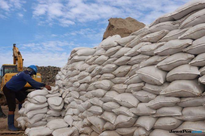 Anies Siapkan Ribuan Karung Pasir Antisipasi Banjir, Pengamat: Mubazir