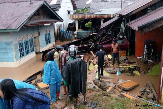 Padang Dikepung Banjir