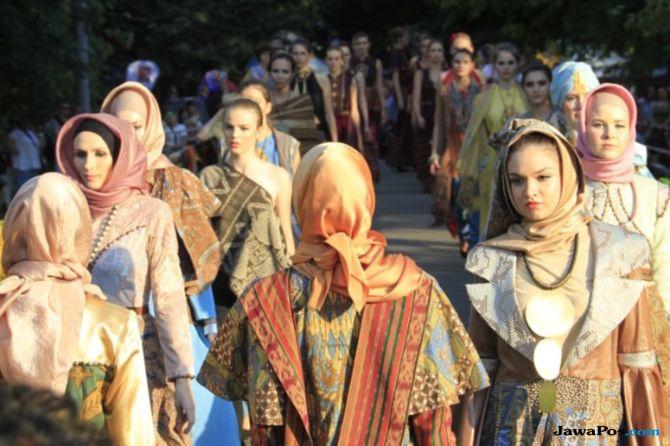 Batik Asli Kota Malang Melenggak Lenggok di Rusia