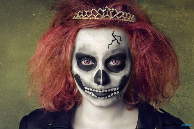 Make-up Halloween untuk wanita: jadi takut sekali