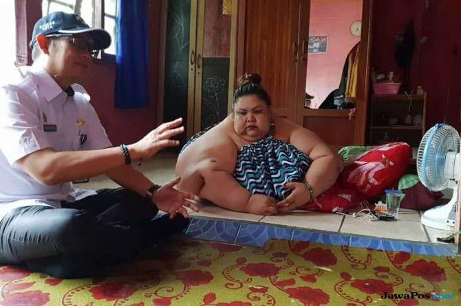 Begini Detik-detik Evakuasi Manusia Raksasa Kalimantan ke Rumah Sakit